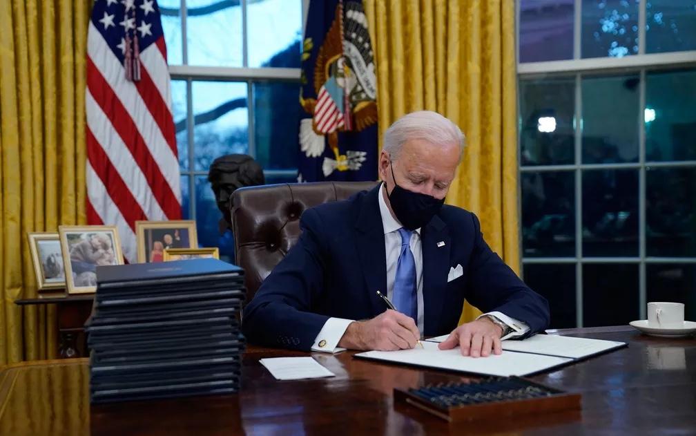 Biden assina ordem executiva que levará EUA de volta ao Acordo de Paris